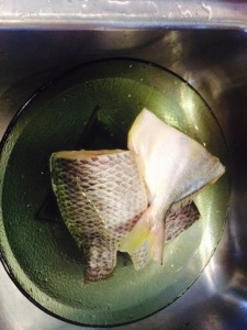 Rinse fish with vinegar solution